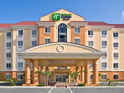Holiday Inn Express & Suites Orlando 400x300